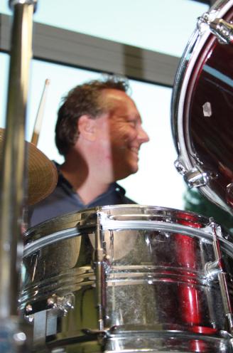 Olaf am Schlagzeug Friesenfunk